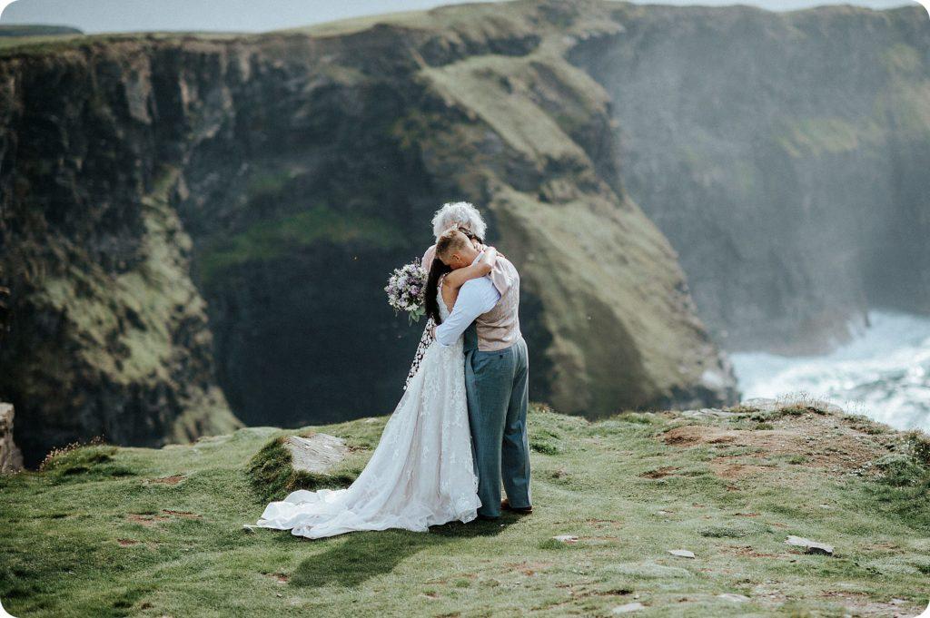 elopement cliffs of moher wedding wedding photography ireland00039