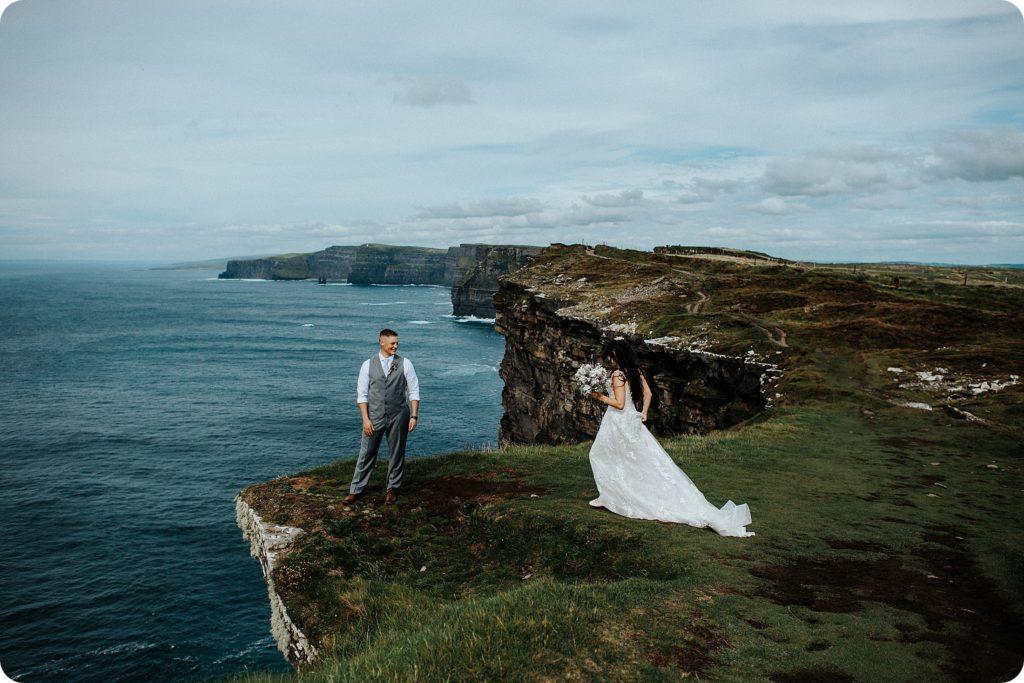 elopement cliffs of moher wedding wedding photography ireland00071
