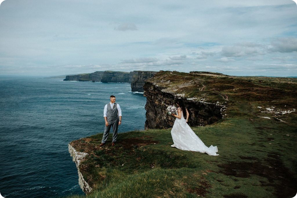 elopement cliffs of moher wedding wedding photography ireland00071
